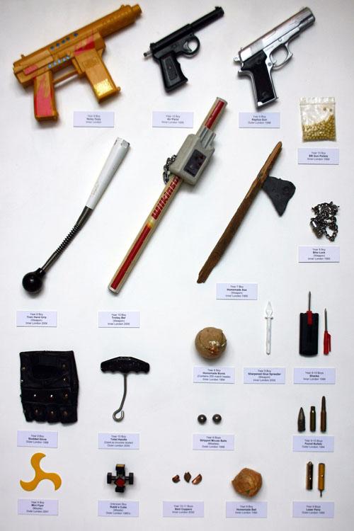 armes-object-confique-professeur-Guy-Tarrant