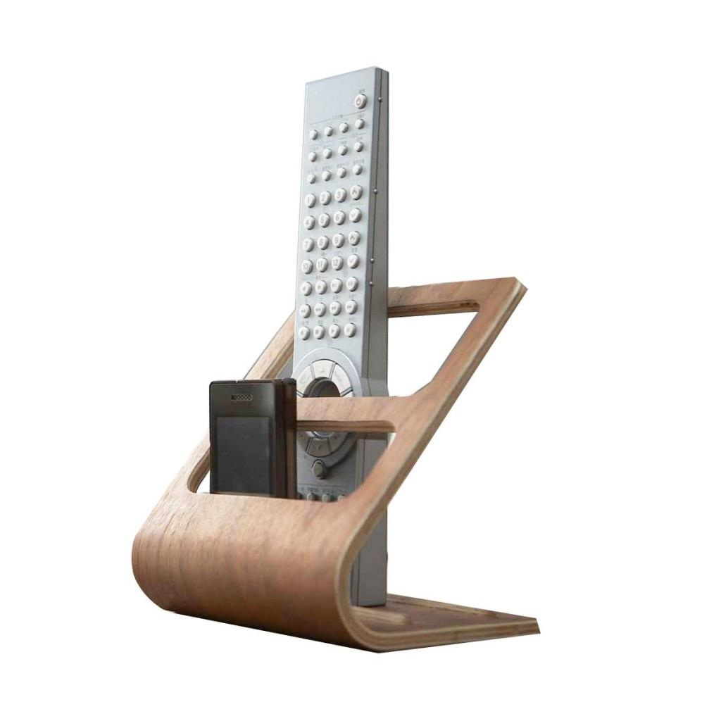 porte-telecommandes-et-telephones-en-bois-lamine