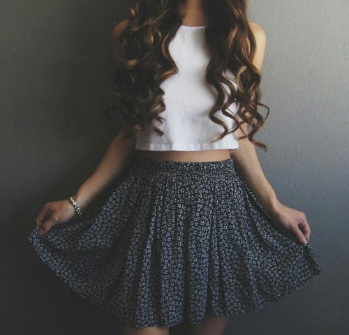 clothes-crop-top-curly-cute-Favim.com-2802685